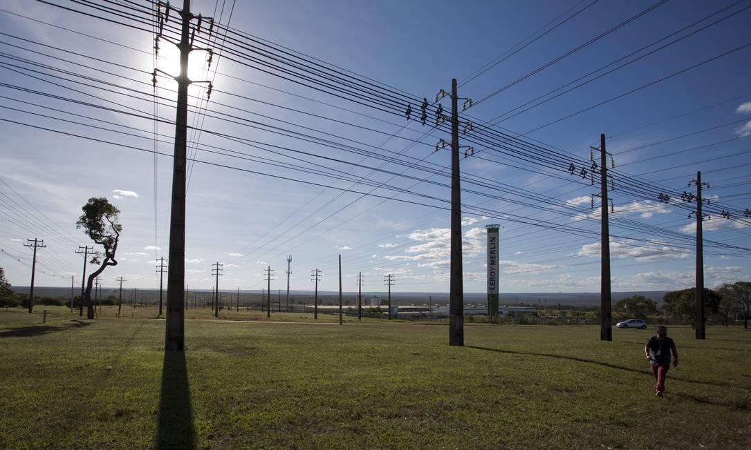 Linhas de transmissão de energia elétrica em Brasília Foto: Michel Filho / Agência O Globo
