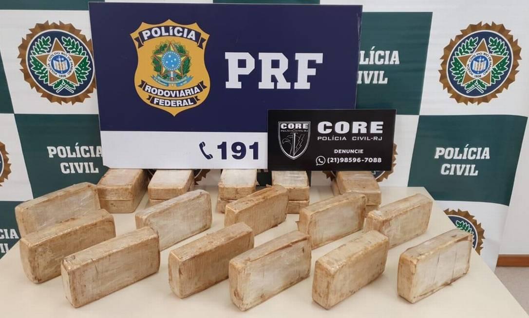 05/03/2021 - PM de São Paulo é preso transportando 20kg de cocaína na Avenida Brasil. O material apreendido pelos agentes Foto: Divulgação