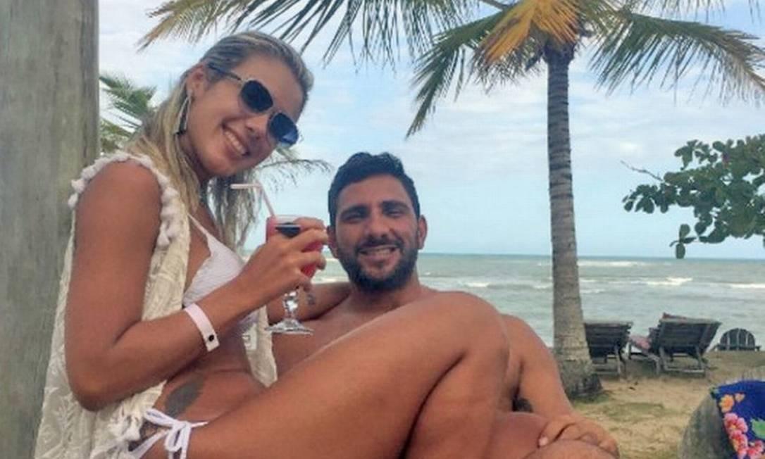 Adriano e sua mulher, Julia Lotufo Foto: Reprodução