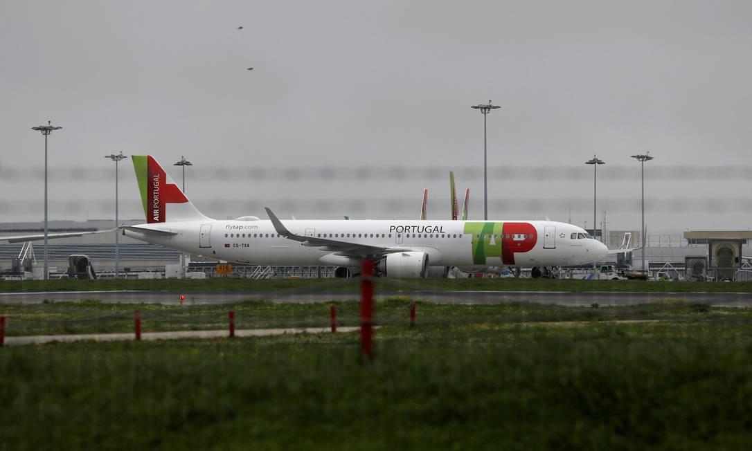 Avião da TAP, companhia aérea portuguesa, é visto no Aeroporto Internacional de Lisboa Foto: PEDRO NUNES / REUTERS/29-1-21