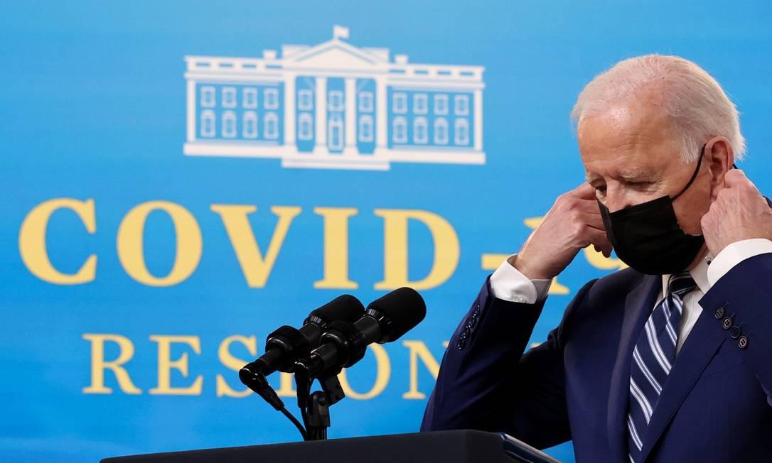 Joe Biden chega para briefing sobre a pandemia e o estado da vacinação, na Casa Branca em Washington Foto: JONATHAN ERNST / REUTERS