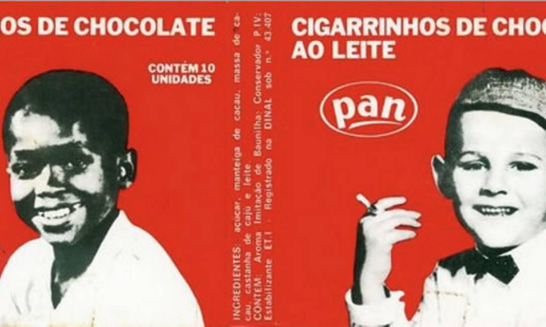 A caixinha de cigarrinhos de chocolate ao leite, lançado nos anos de 1950, fizeram sucesso num tempo em que fumar era glamuroso Foto: Reprodução