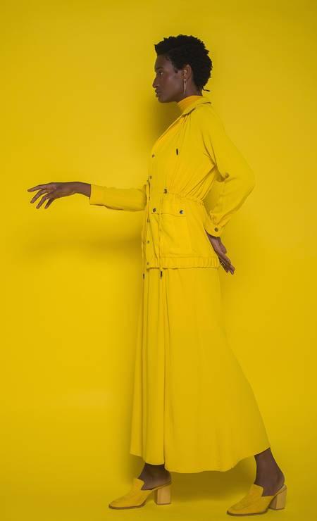 Jaqueta (R$ 599) e vestido (R$ 599), ambos Shoulder, brinco e anel, ambos HStern (preço sob consulta) meia-calça usada como gola (R$19,99) Lupo e sapatos (preço sob consulta) Andrea Muller Foto: Foto: Alllexandros
