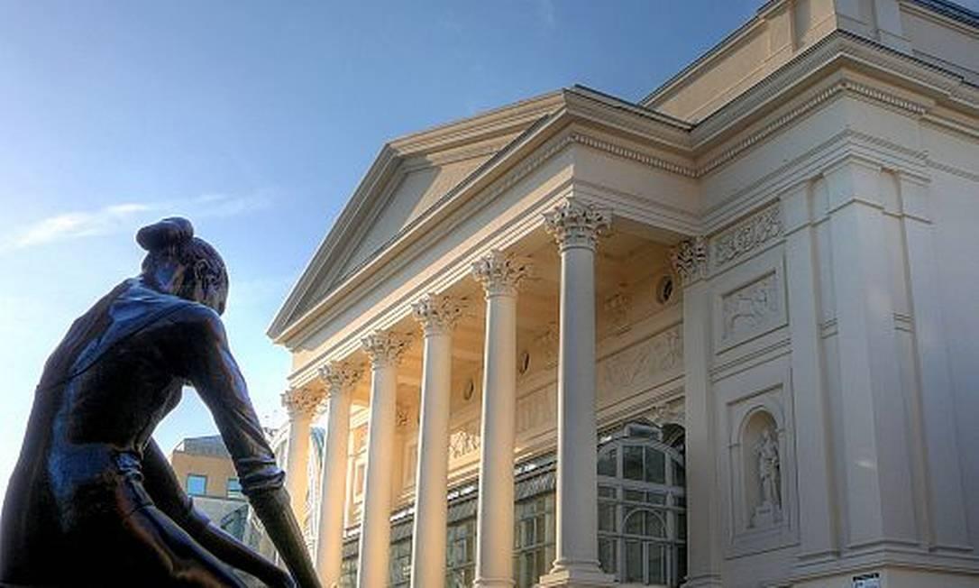 Royal Opera House e estátua de bailarina Foto: CC