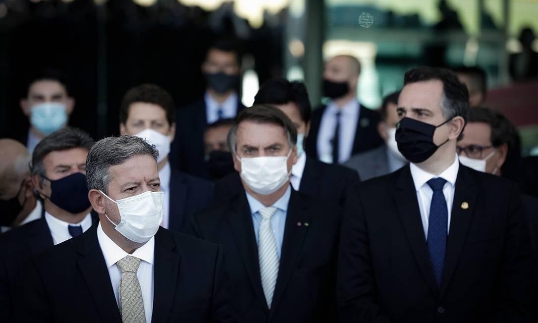 O presidente Jair Bolsonaro com Arthur Lira, presidente da Câmara, e Rodrigo Pacheco, presidente do Senado Foto: Pablo Jacob / Agência O Globo