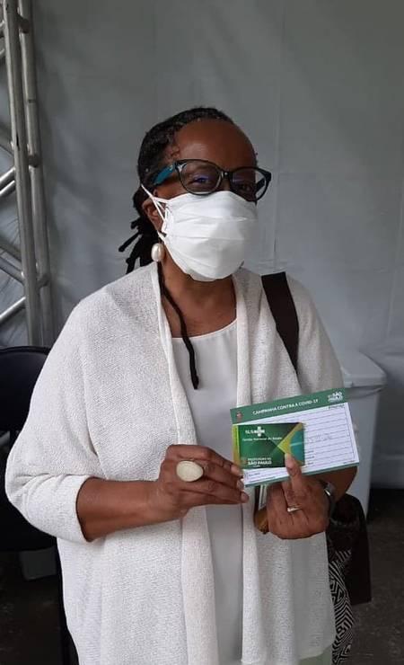 A filósofa, ativista e escritora Sueli Carneiro, de 70 anos, foi vacinada contra Covid-19 em São Paulo Foto: Reprodução