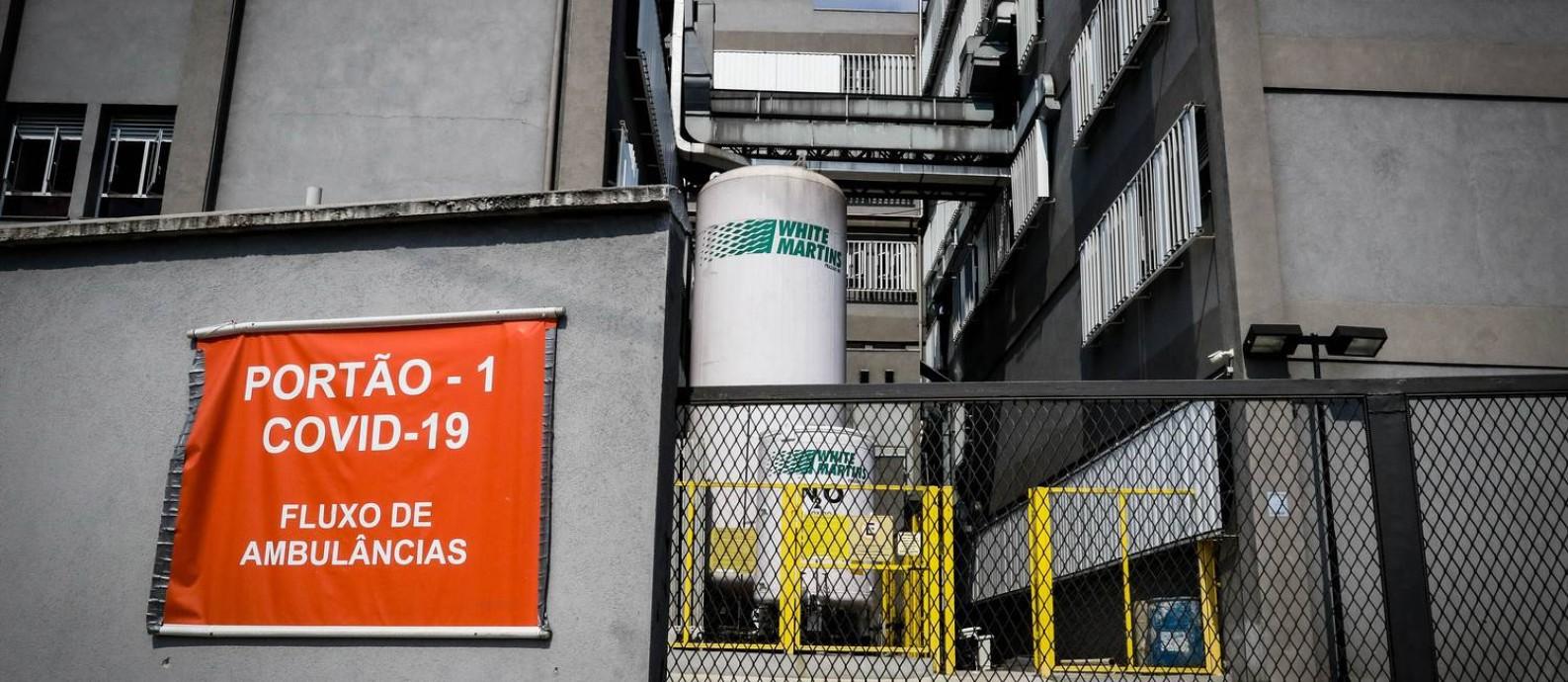 Uso de cilindros de oxigênio cresce com o aumento de internações de pacientes por Covid-19 Foto: Aloisio Mauricio/Fotoarena/Agência O Globo / Agência O Globo