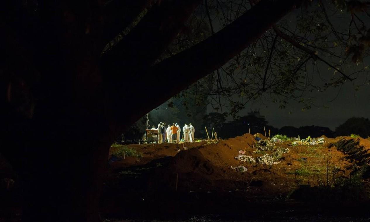 Há uma semana o estado de São Paulo ultrapassou a barreira dos mil mortos em um único dia pela primeira vez Foto: Edilson Dantas / Agência O Globo