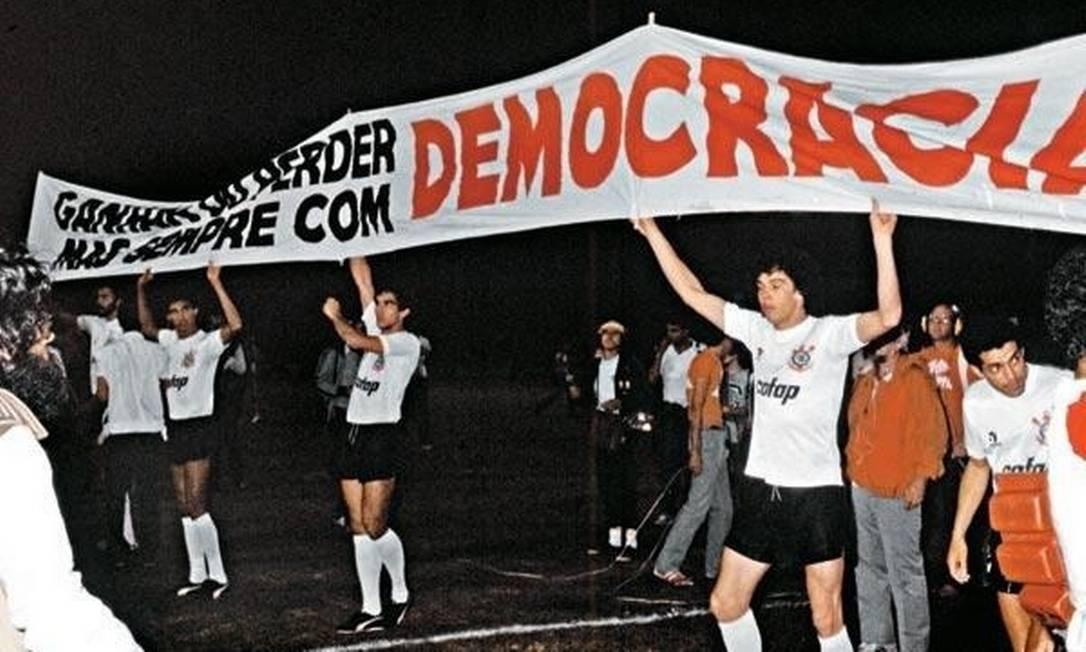 Timão lembrou a Democracia Corintiana em posicionamento Foto: Divulgação/Twitter/Corinthians