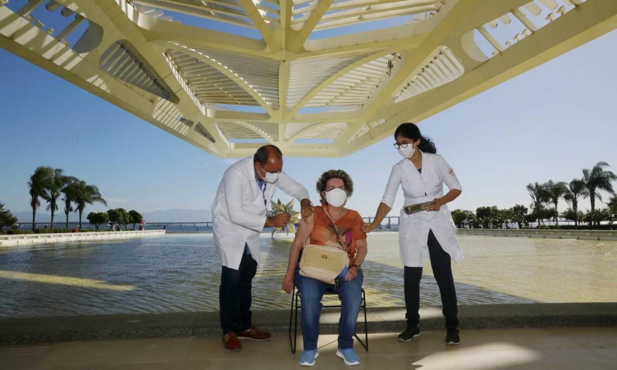 Museu do Amanhã começou a ser usado para aplicar vacina contra Covid-19 nesta quinta-feira (01) Foto: Marcos de Paula / Agência O Globo