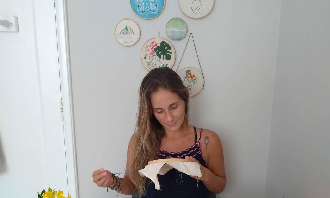Isabelle de Paula bordando Foto: Arquivo pessoal