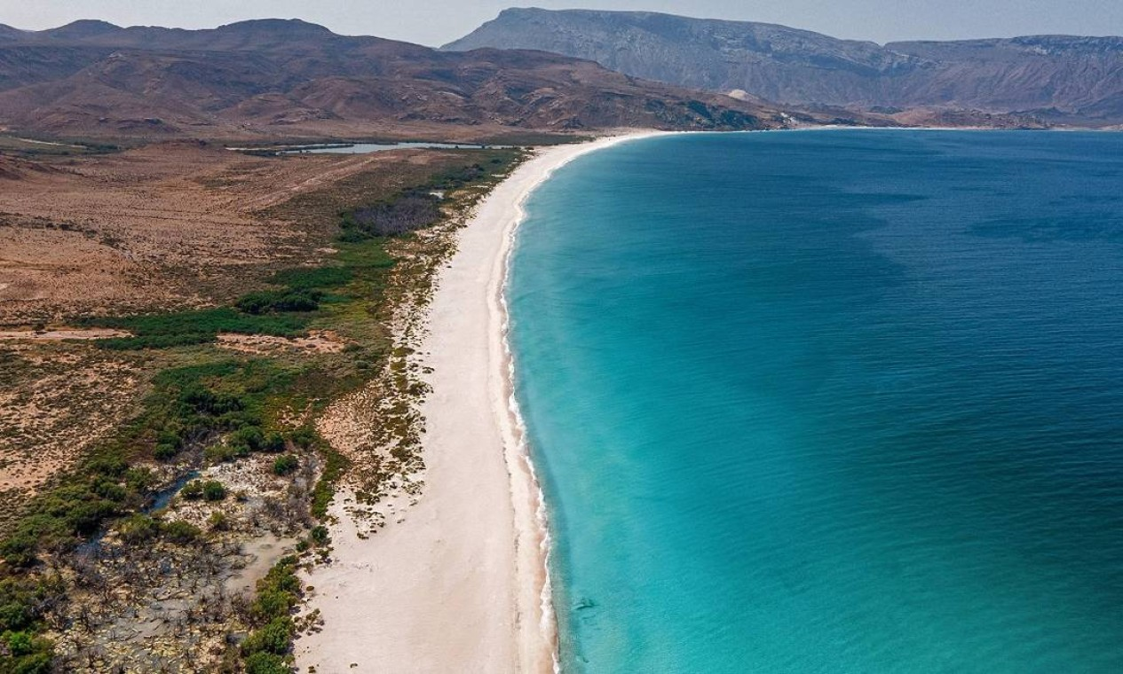 Vista aérea da Praia de Shoab, na Ilha de Socotra, no Iêmen Foto: - / AFP