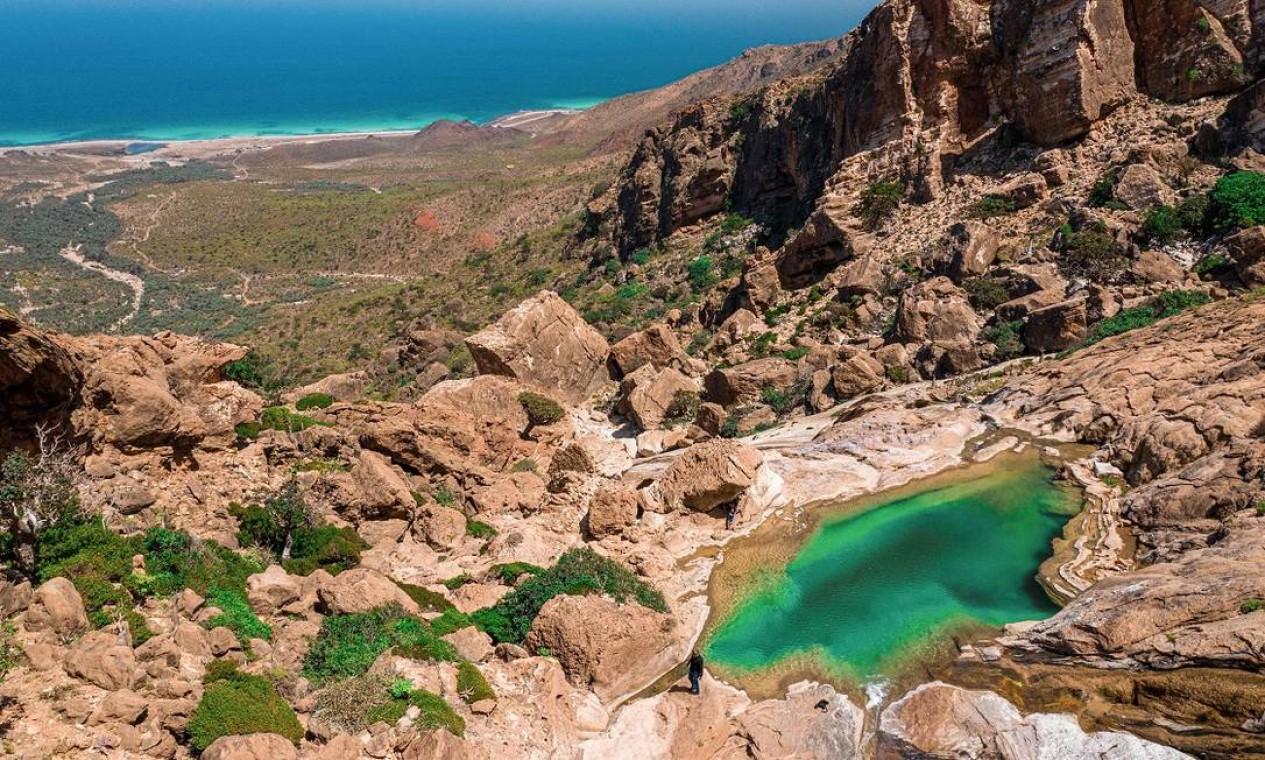 Fonte de água na montanha de Homhil, na Ilha de Socotra, no Iêmen Foto: - / AFP