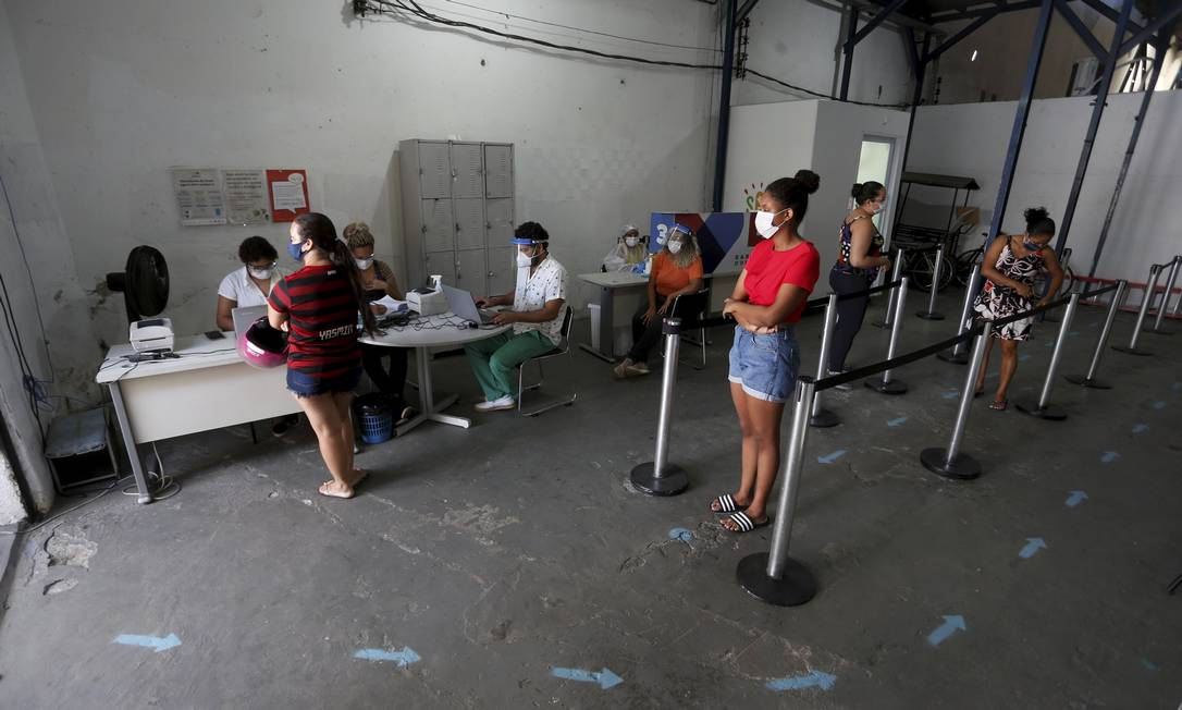Testagem em massa para moradores da Maré Foto: FABIANO ROCHA / Agência O Globo