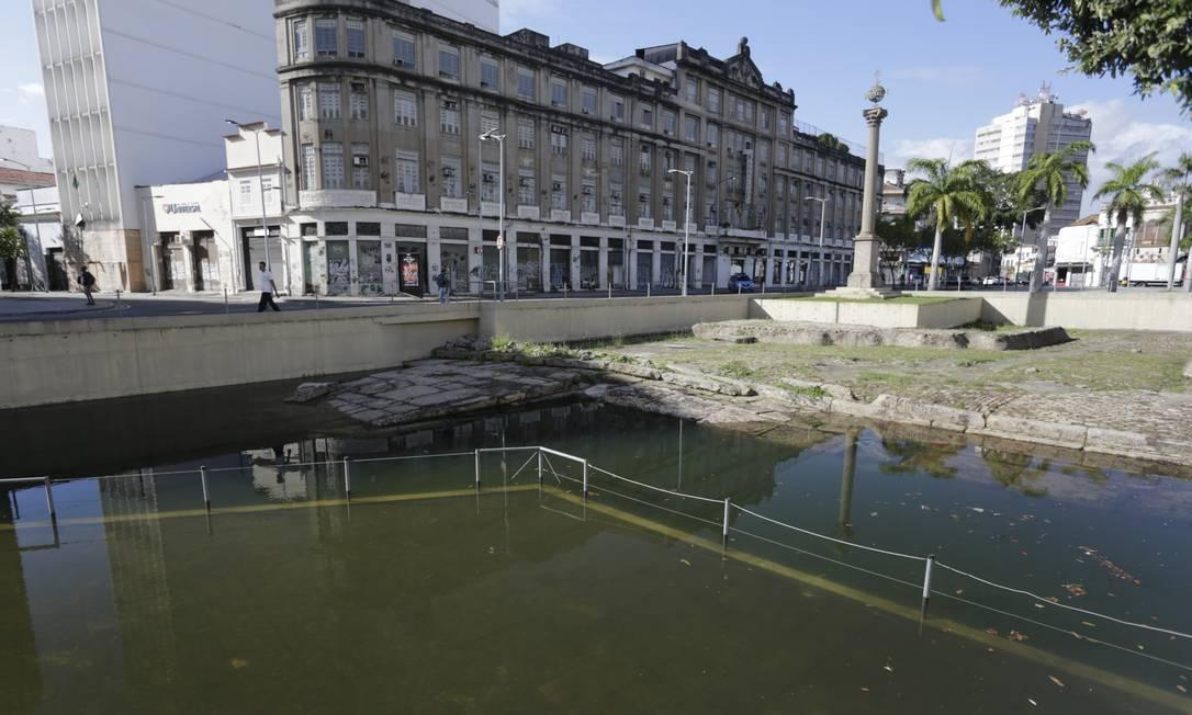 Segundo a Companhia de Desenvolvimento Urbano da Região do Porto, a causa seria um problema com a alimentação elétrica nas bombas que drenam a água e teria sido detectado Foto: Marcia Foletto / Agência O Globo