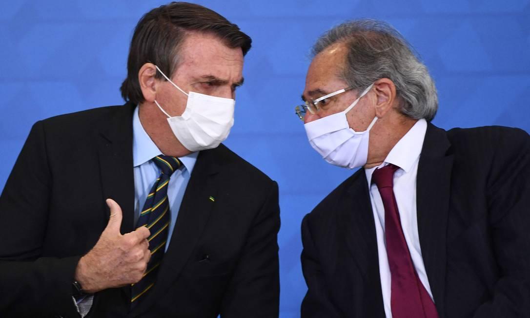 O presidente Jair Bolsonaro ao lado do ministro da Economia, Paulo Guedes Foto: Evaristo Sá / AFP