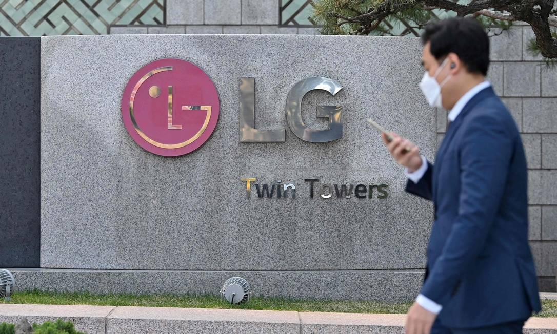 Sede da LG, em Seul: empresa vai interromper fabricação de celulares em todo o mundo Foto: JUNG YEON-JE / AFP