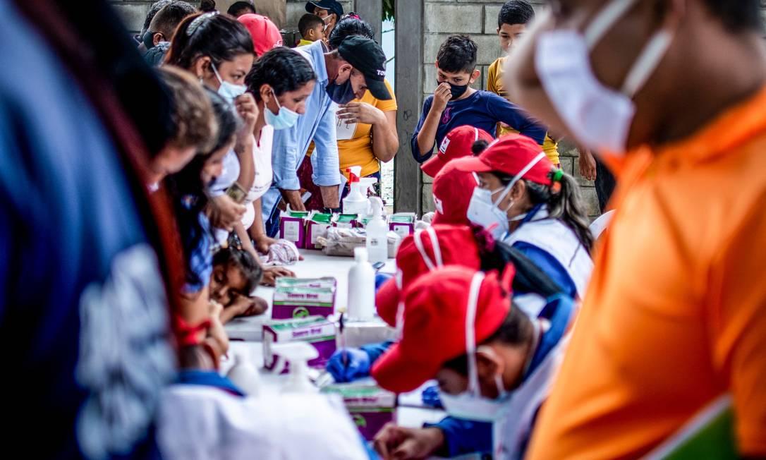 Venezuelanos de La Victoria, no estado de Apure, se refugiam em Arauquita, no departamento de Arauca, Colômbia Foto: VANESSA JIMENEZ / AFP