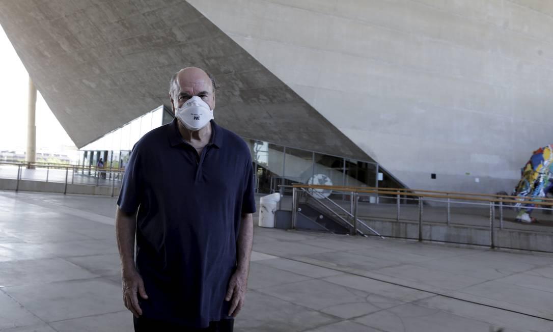 Cesar Maia voltou à Cidade das Artes 13 anos depois de ter criado a obra na Barra Foto: Marcia Foletto / O Globo
