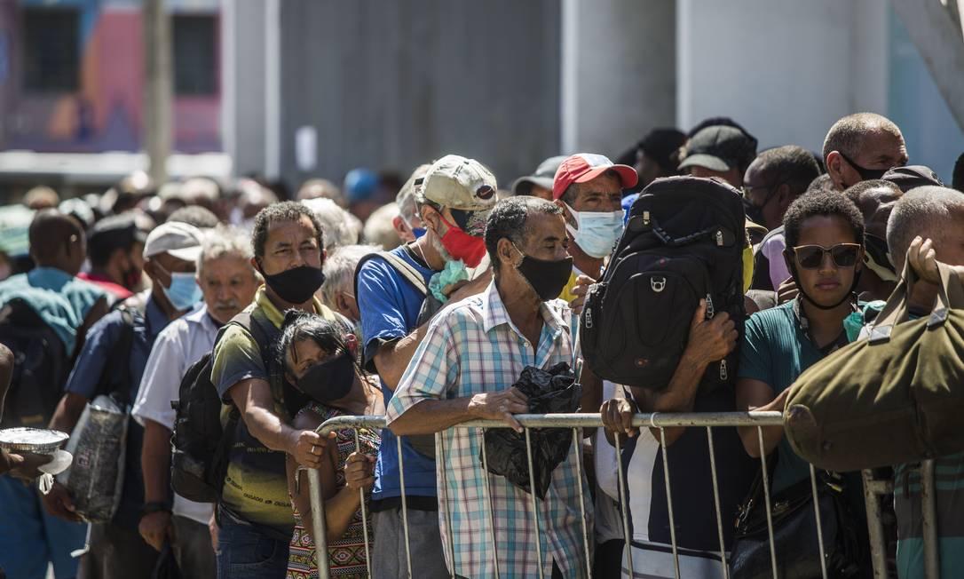 Ação foi promovida pela Fundação Leão XIII, no Centro do Rio Foto: Guito Moreto / Agência O Globo