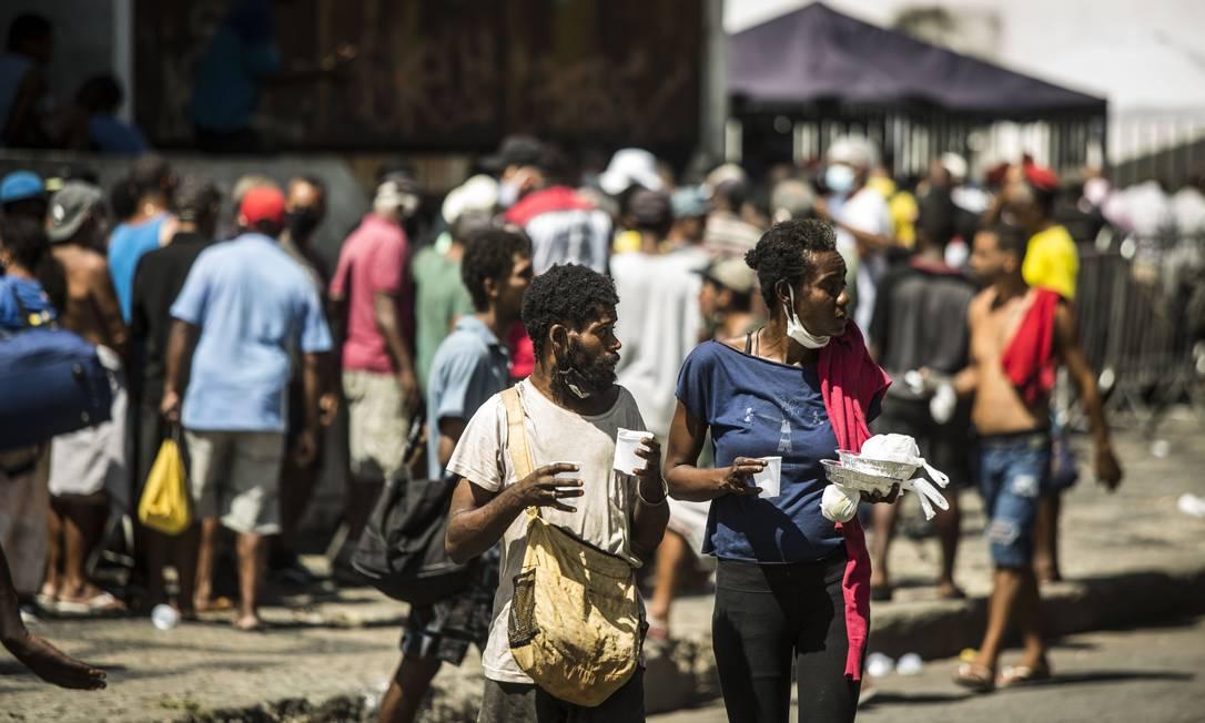 O avanço da pandemia acentuou a pobreza nas favelas e periferias. As pessoas perderam empregos e falta comida no prato Foto: Guito Moreto / Agência O Globo