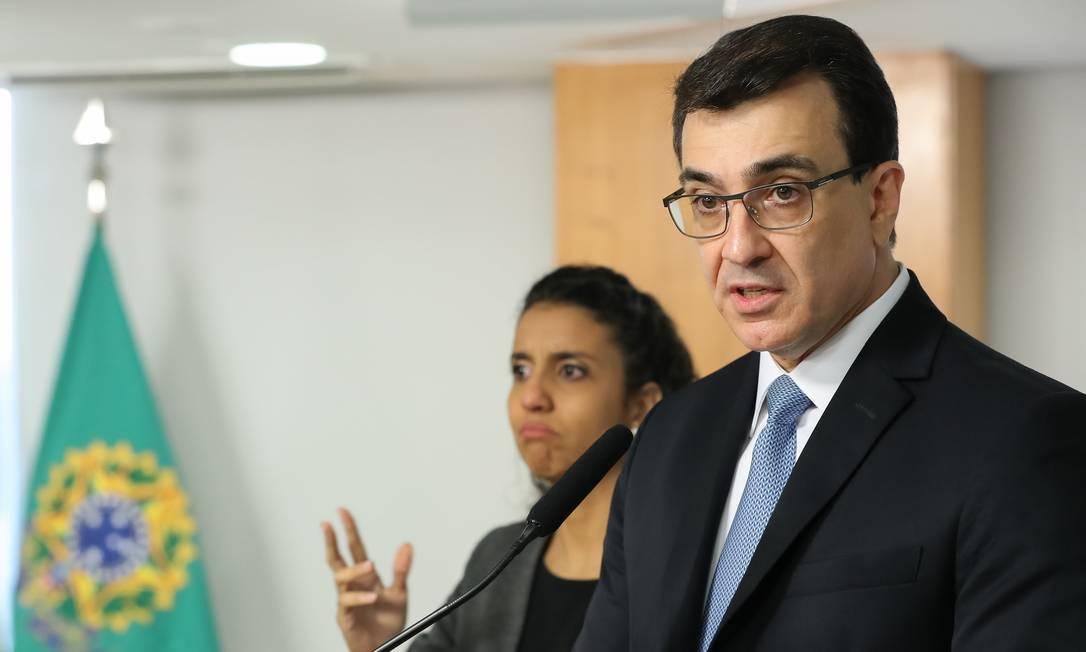 O novo ministro das Relações Exteriores, Carlos Alberto França, discursa durante cerimônia de posse, no Palácio do Planalto Foto: Marcos Corrêa/Presidência