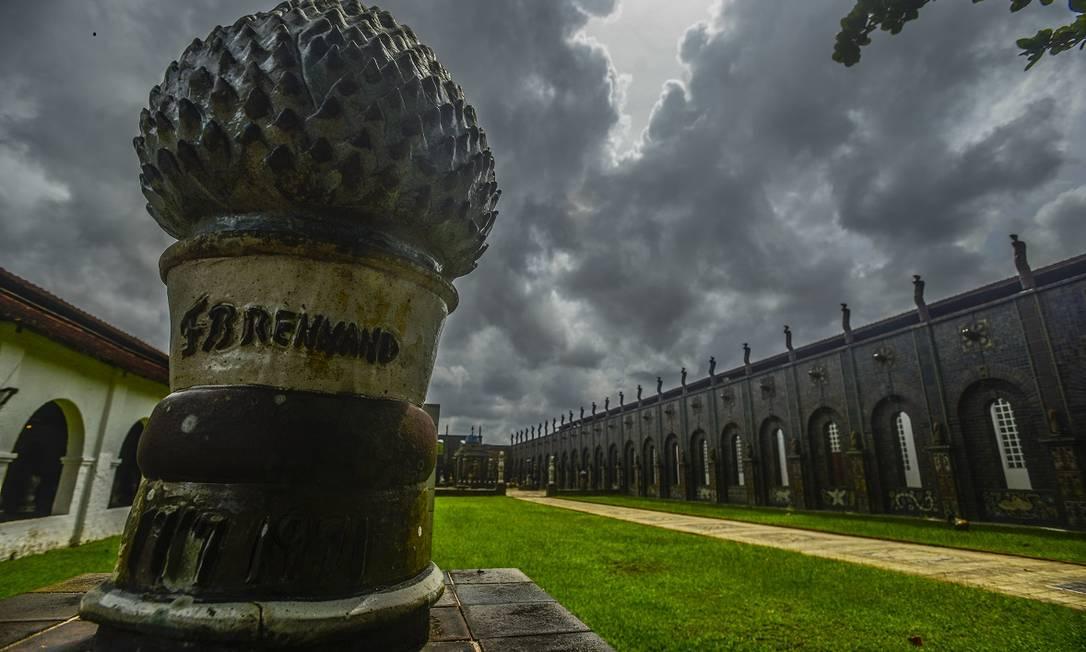 Obras expostas nos 15 mil metros quadrados de área construída que integram a Oficina Cerâmica Francisco Brennand Foto: Leo Caldas / Agência O Globo