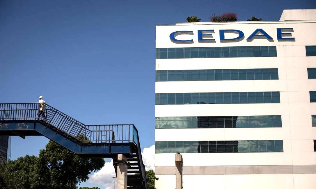 Sede da Cedae, na Cidade Nova: proposta de André Ceciliano prevê adiamento do leilão Foto: Brenno Carvalho / Agência O Globo