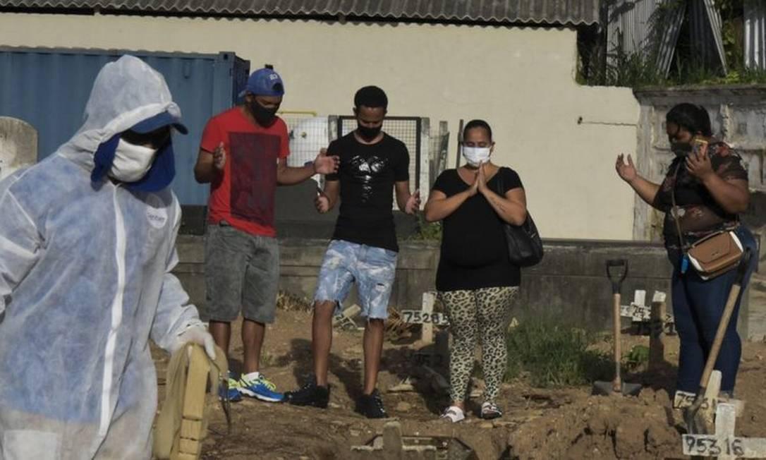 Brasil teve mais de 4 mil mortes diárias pela covid-19 pela primeira vez desde início da pandemia - mais que o dobro do recorde registrado há um mês Foto: FABIO TEIXEIRA/ANADOLU AGENCY VIA GETTY IMAGES