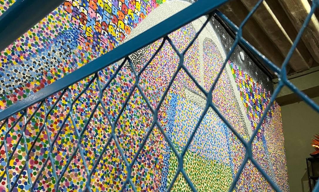 Um painel da famosa passarela do samba, localizada na Sapucaí do Rio, foi recriado no Baródromo Foto: Divulgação