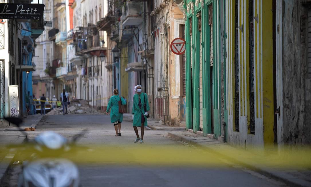 Cuba anunciou que vai ampliar patrulhas de vigilância nas ruas e multar quem descumprir determinações Foto: YAMIL LAGE / AFP