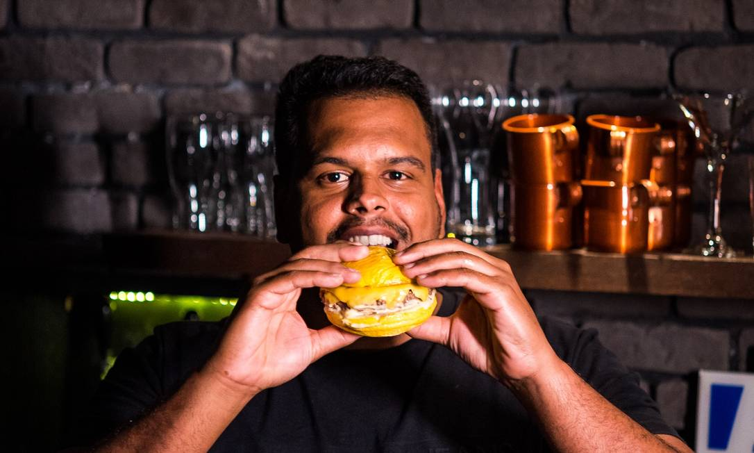Samir Almeida abriu a hamburgueria Bob Beef após desistir de continuar trabalhando como corretor de imóveis Foto: Divulgação/Hermes Senna