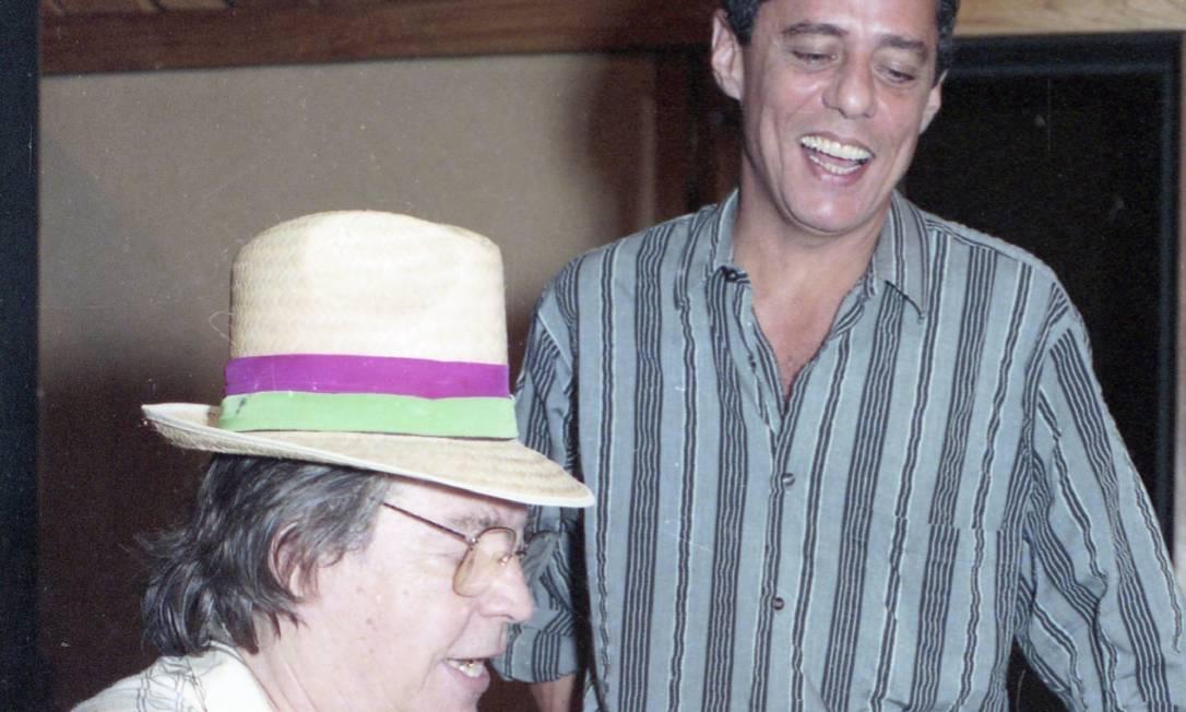 Tom Jobim e Chico Buarque na gravação de 'Piano na Mangueira' para o álbum 'Paratodos', em 1992 Foto: Monique Cabral - 08/04/1992 / Agência O Globo