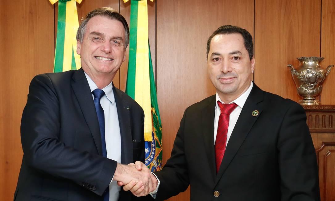 Jair Bolsonaro com empresário Uugton Batista da Silva em seu gabinete no Palácio do Planalto Foto: Alan Santos/PR
