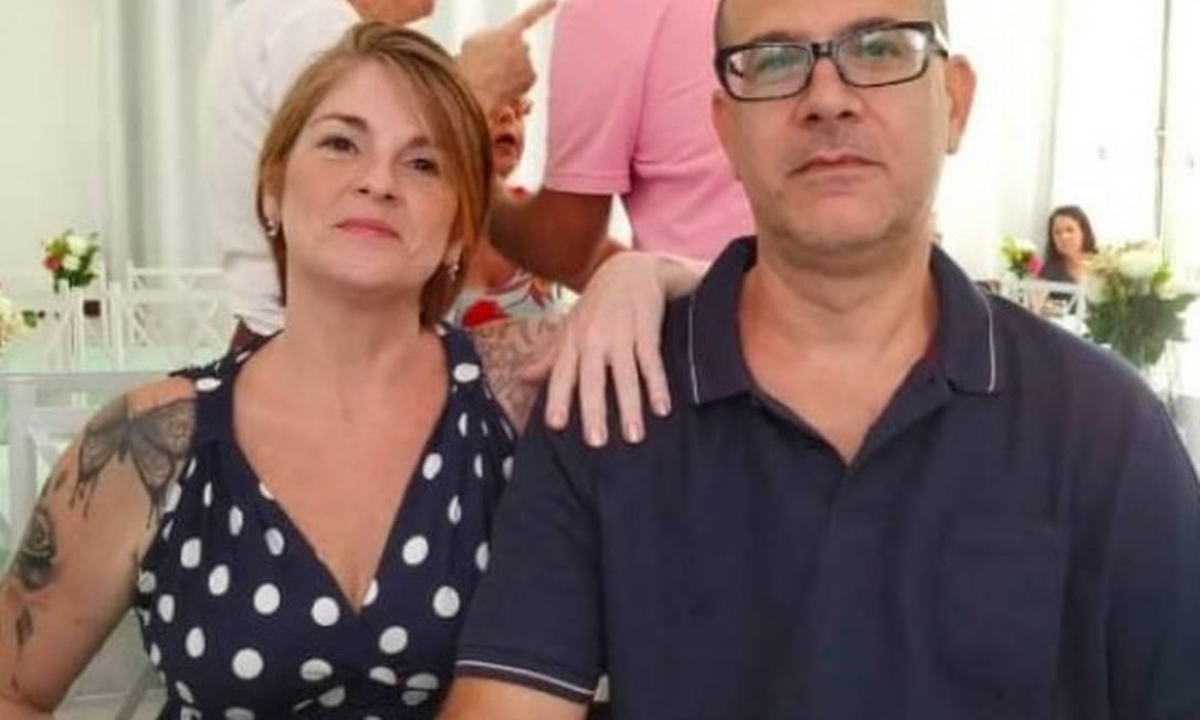 A vendedora Patrícia Paiva Leivas, de 50 anos, com o marido, o funcionário público Fernando Alves Prodanoff, de 54 Foto: Reprodução