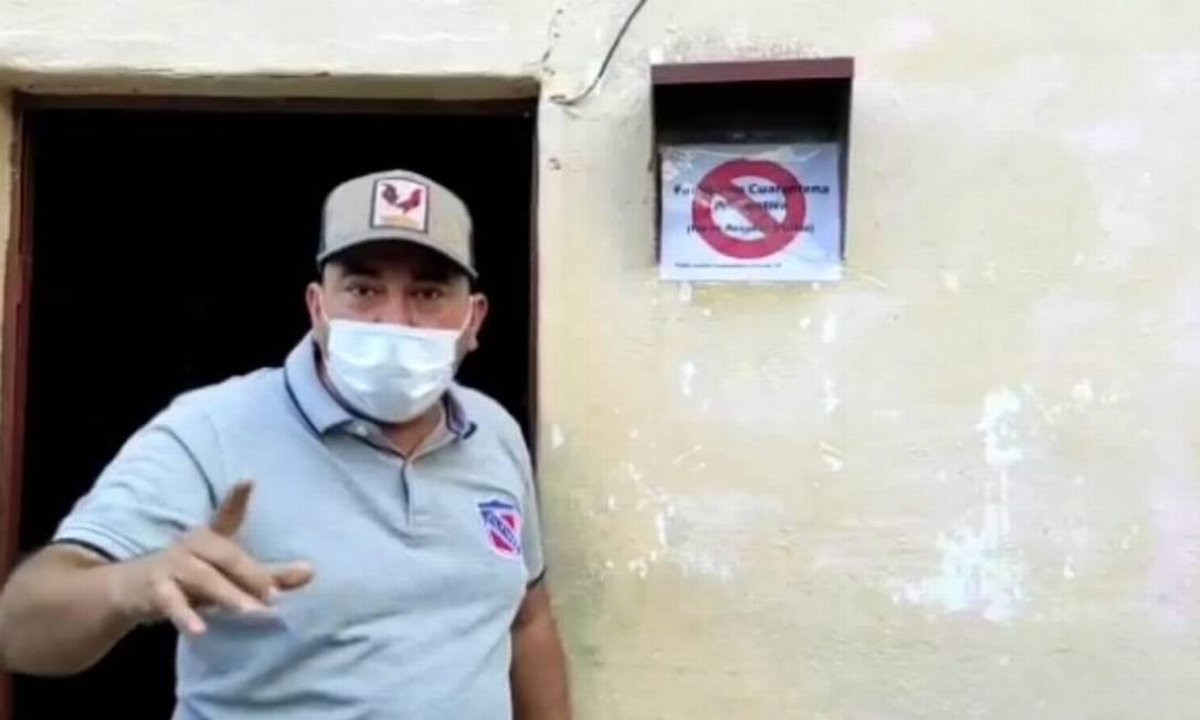 Prefeito de Sucre, na Venezuela, marca casa de pacientes de Covid-19 Foto: Captura de vídeo