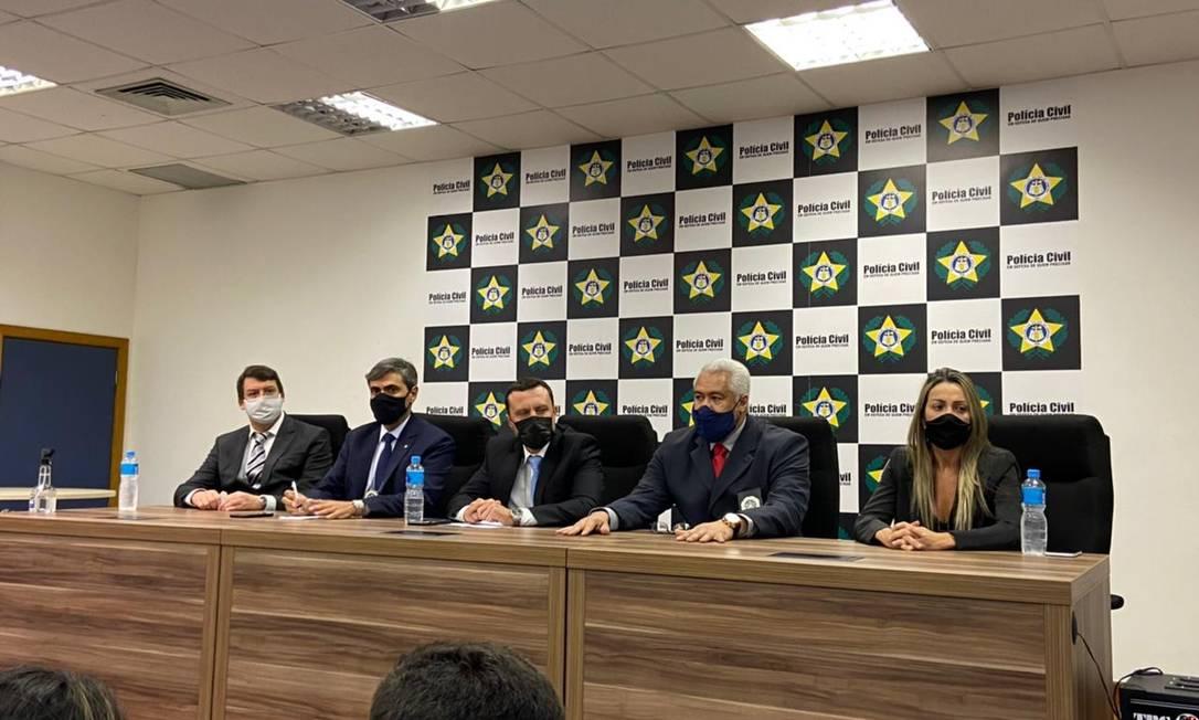 Os agentes que participam da entrevista coletiva Foto: Reprodução