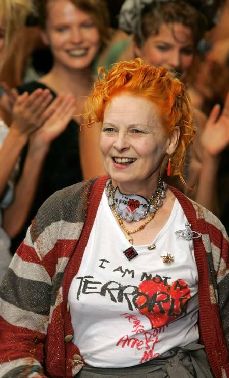 Vivienne Westwood, a grande responsável por criar a estética do punk, que revolucionou a música e a moda no fim da década de 1970, completa 80 anos nesta quinta-feira (08/04). A seguir, confira passagens da carreira da estilista inglesa Foto: Jacky Naegelen / Reuters