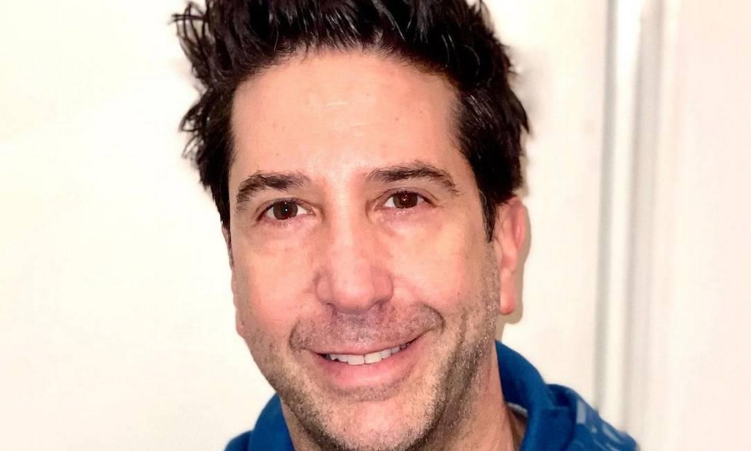 """David Schwimmer, 54 anos, faz campanha para profissionais das artes cênicas que foram prejudicados por conta da pandemia: """"70% dos trabalhadores do teatro não tiveram apoio financeiro. Eles foram os primeiros no bloqueio e serão os últimos a sair"""", diz trecho da postagem Foto: Reprodução"""