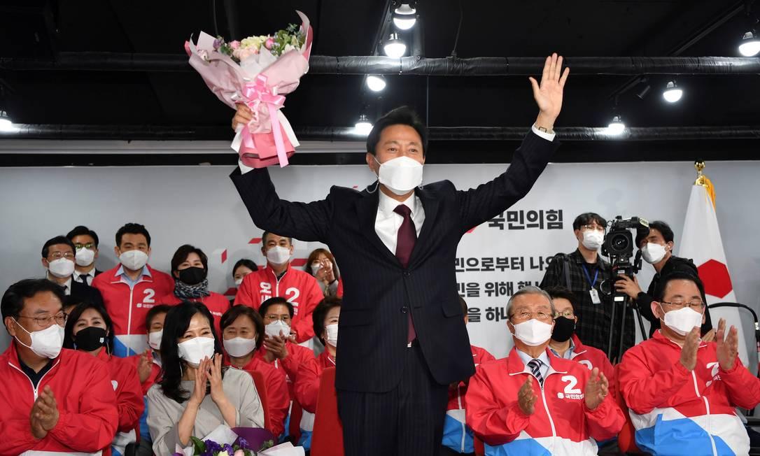 Oh Se-hoon comemora resultado das eleições à prefeitura de Seul, Coreia do Sul Foto: POOL / REUTERS