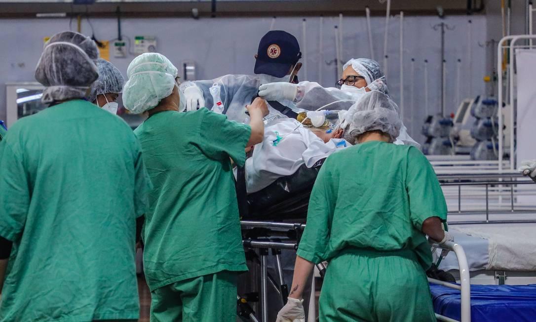Pacientes em Santo André sendo atendos em hospital de campanha instalado Foto: Vanessa Carvalho/Brazil Photo Press/Agencia O Globo / Agência O Globo