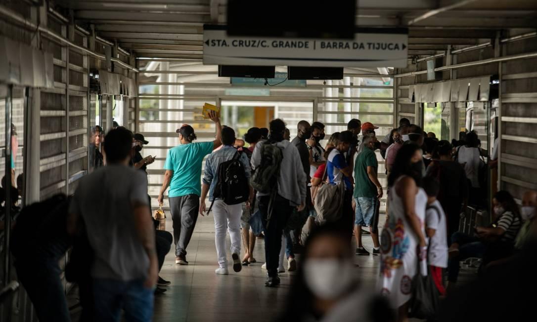 Apesar de restrições no Rio, lotação dos transportes tem sido um dos desafios durante a pandemia de Covid-19 Foto: Brenno Carvalho em 07-04-2021 / Agência O Globo