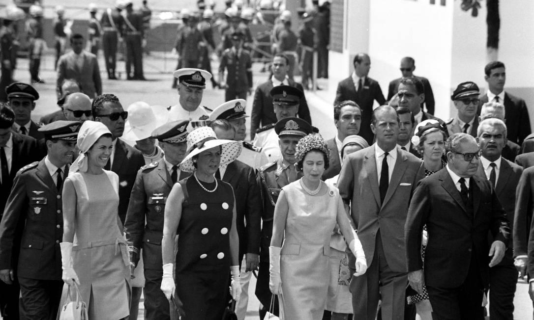 Na base aérea do Galeão, Elizabeth e Philip embarcaram para Santiago, próximo destino de sua viagem Foto: Arquivo o Globo / Agência O Globo /11-11-1968