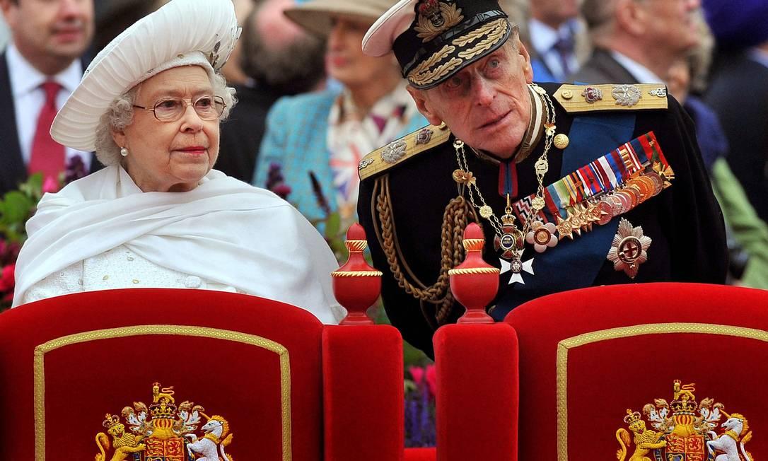 Elizabeth II e príncipe Philip, durante evento em 2012 Foto: JOHN STILLWELL / AFP