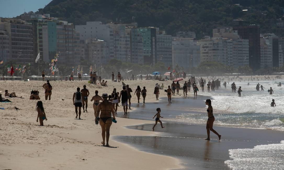 Calçadão e Praia de Copacabana 10-04-2021 Foto: Brenno Carvalho / Agência O Globo
