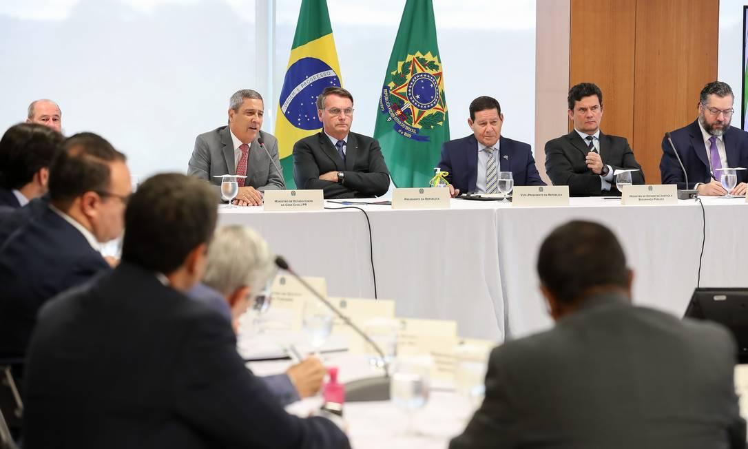 Reunião interministerial, convocada pelo presidente Jair Bolsonaro, em 22 de abril de 2020: pautas controversas citadas no encontro entraram em vigor Foto: Marcos Corrêa / Presidência da República