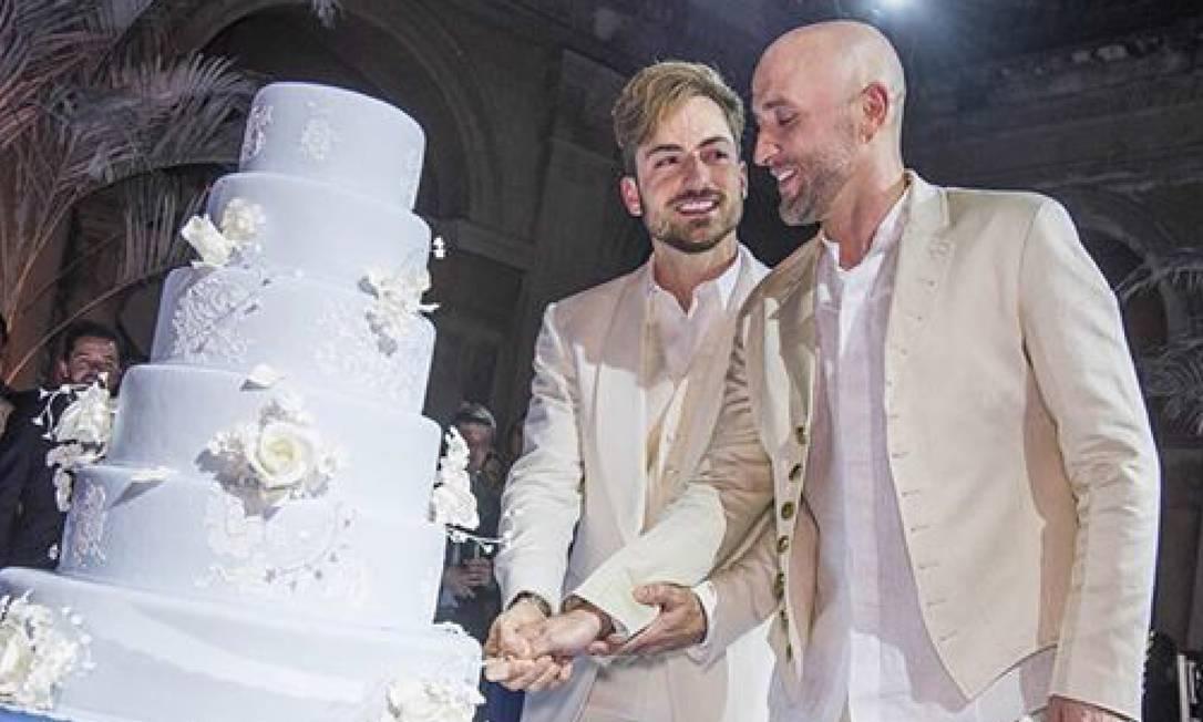 o ator com o marido, Thales Bretas, em 2015 Foto: Reprodução