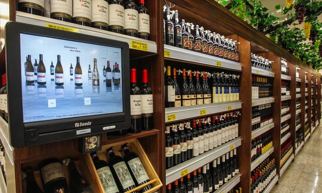 Rede Guanabara: terminal de consulta traz informações sobre cada garrafa