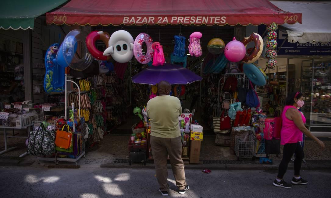 Reabertura do comércio após dias de lockdown, no Rio Foto: Maria Isabel Oliveira / Agência O Globo