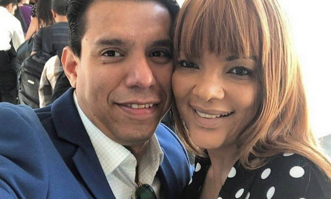 Flordelis ao lado do marido, o pastor Anderson do Carmo, assassinado em 2019 Foto: Reprodução